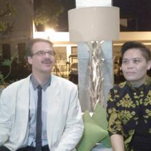 Harald Gutzy (kiri) dan Ni Made Yuliantini