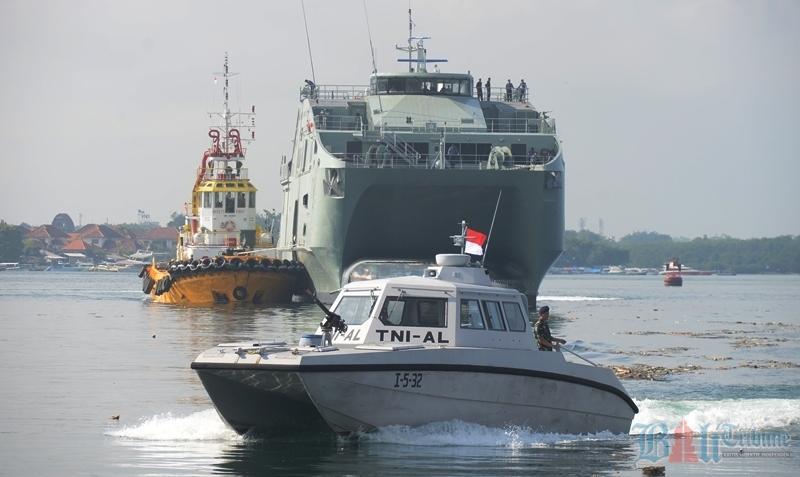 kapal perang Oman
