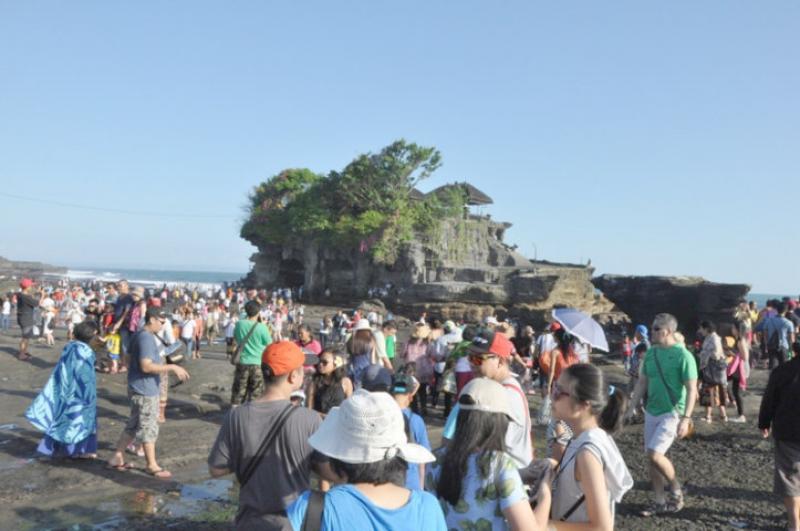 Kunjungan Wisatawan Di Tanah Lot 2017 Menurun 0 78 Persen Bali Tribune