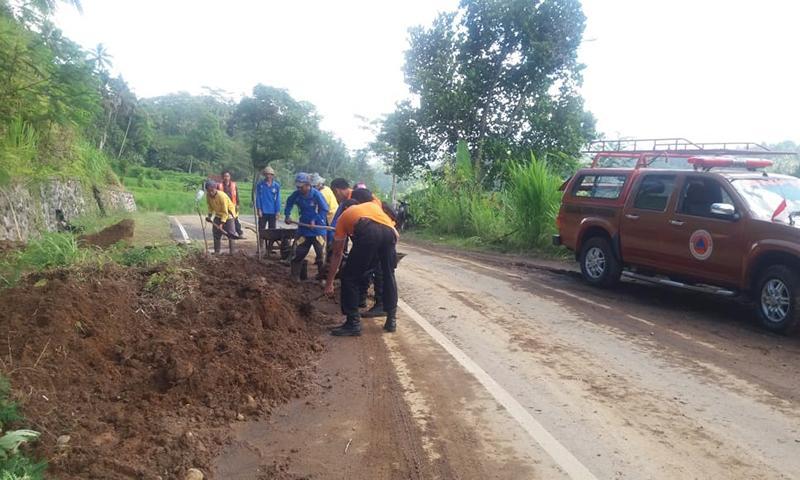 Hujan Lebat Picu Bencana Longsor di Rendang